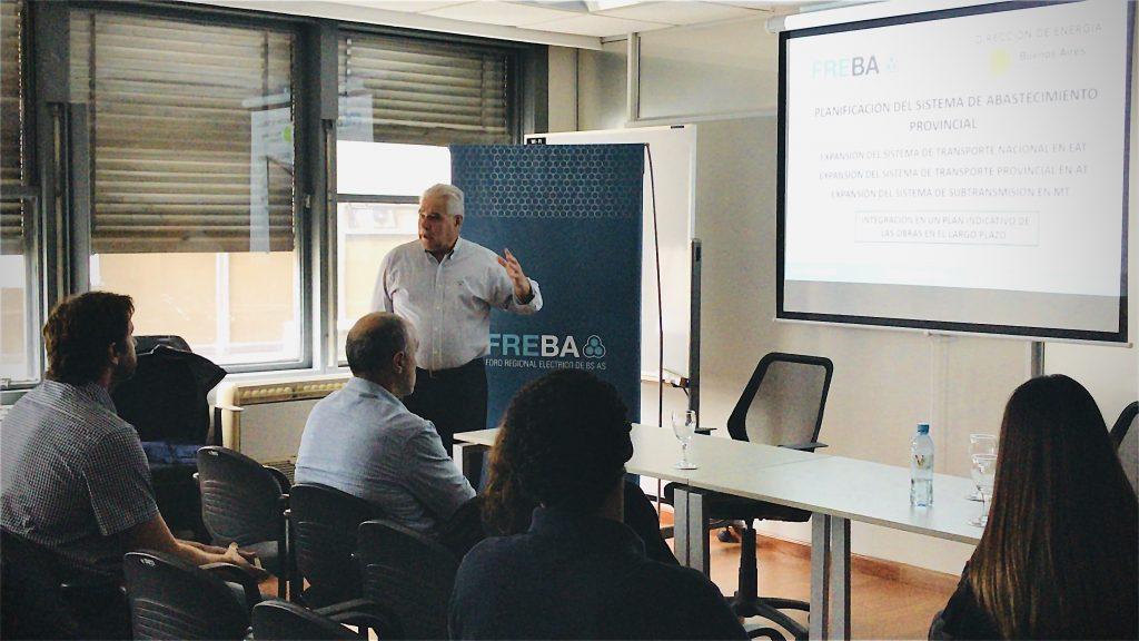 Conferencia IDE | El Director de Energía de la PBA Ing. Alberto Rica junto al Ing. Carlos Di Clemente en la Sede del FREBA.
